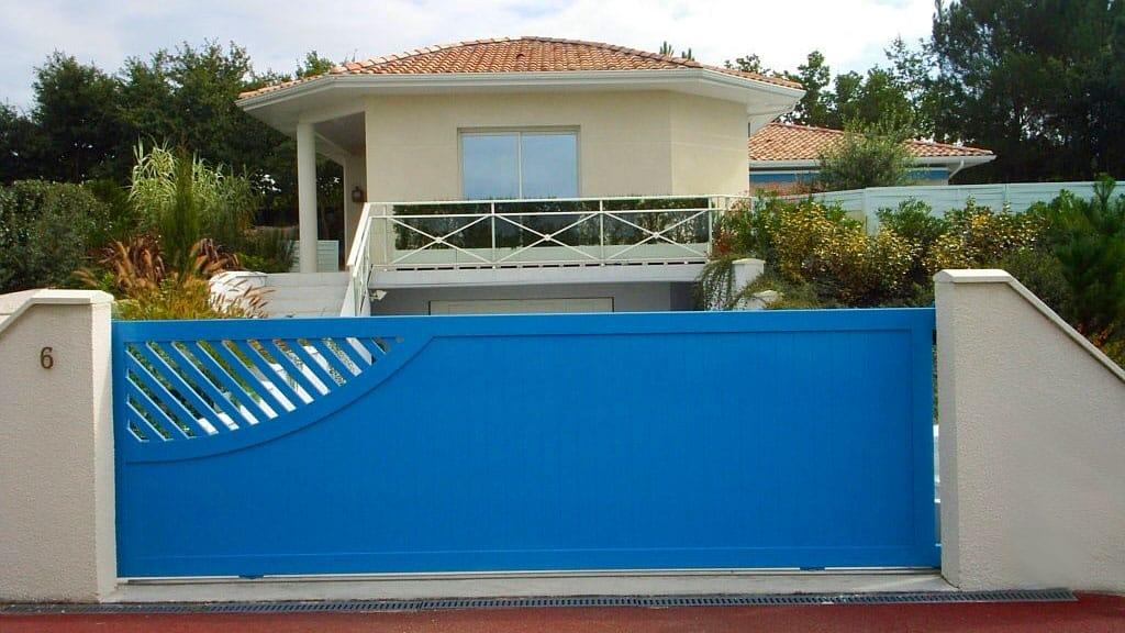 portail-biscarrosse-coulissant-bleu