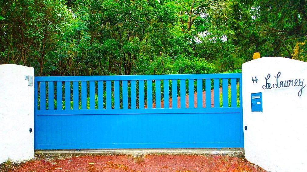 portail-coulissant-droit-ares-bleu
