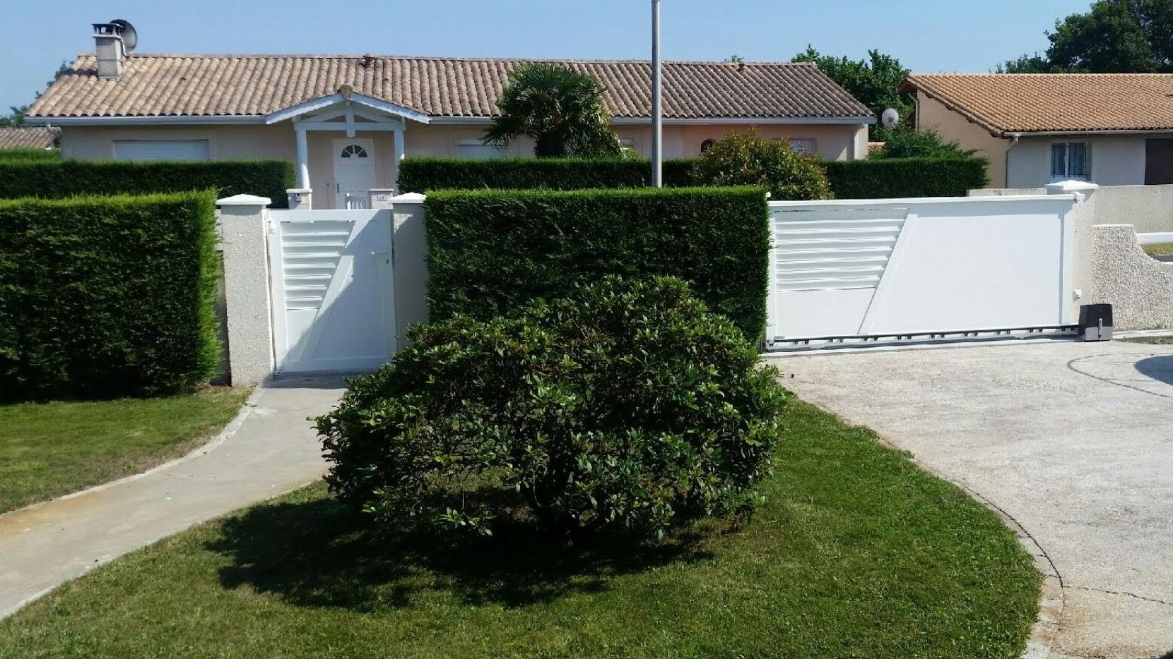 Audenge-coulissant-une-traverse-portillon-blanc