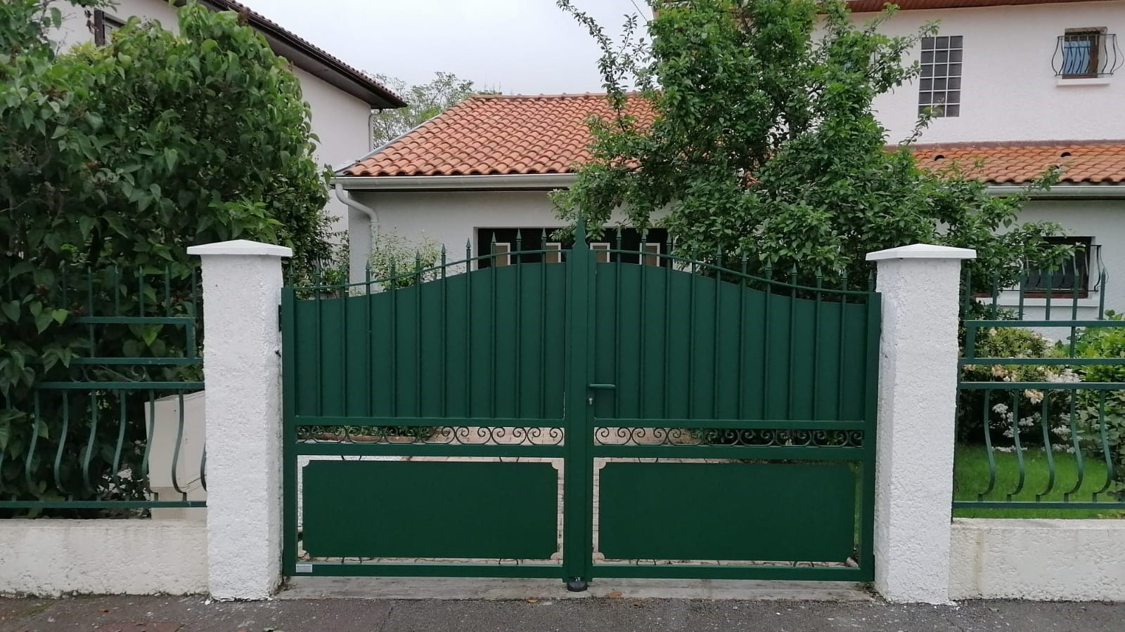 portail-cloture-tradition-vert